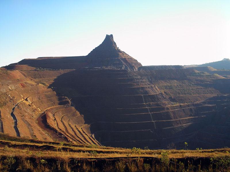 Pico do itabirito destruído pela mineração :: Foto: Carlos Antunes, Rederiodasvelhas